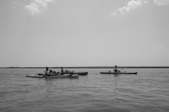 3 paddling black and white